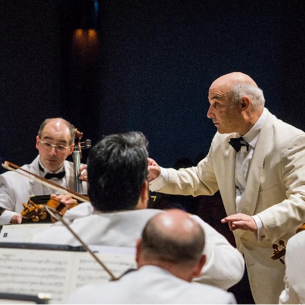 Michael Sachs conducting